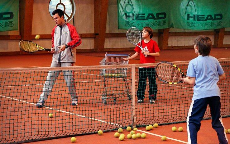 Tennishalle & Freiplätze